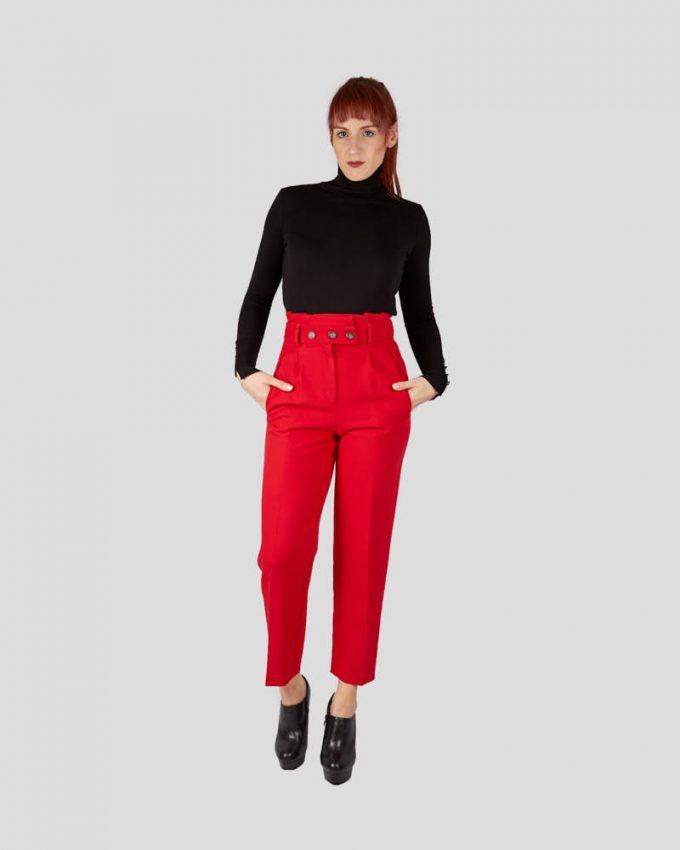 Γυναικείο ψηλόμεσο παντελόνι σωλήνα με τρία κουμπιά και μπροστινές τσέπες πολύ άνετο σε κόκκινο χρώμα